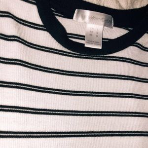 White and black stripped cropped tee